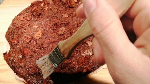 spennellatura miele su torta di pane
