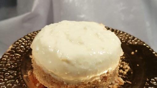 cheesecake pronta per essere condita