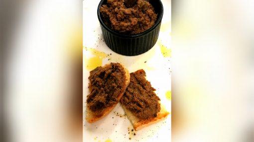 foto crostino nero di cinghiale patè